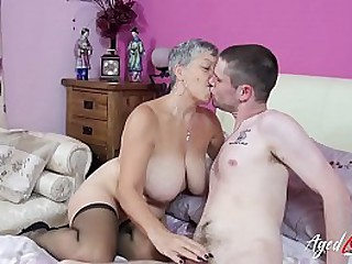 Creative mature hardcore wideo connected with superannuated young